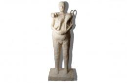 L'homme au babouin  Sculpture résine 195cm